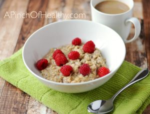 Cinnamon Maple Oatmeal - a hearty, healthy breakfast that happens to be vegan| apinchofhealthy.com