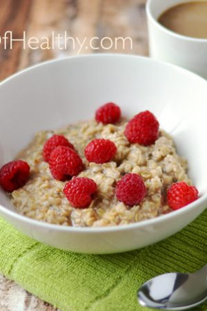 Cinnamon Maple Oatmeal - a hearty, healthy breakfast that happens to be vegan  apinchofhealthy.com