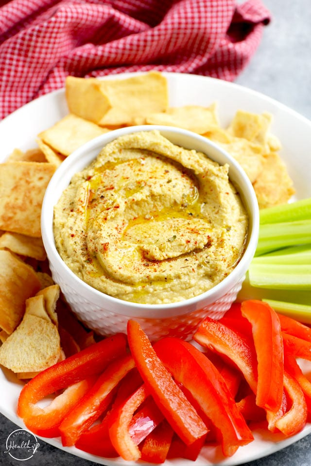 Classic hummus sprinkled with paprika and oregano